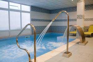 Hoteles con jacuzzi en asturias for Hoteles con piscina asturias
