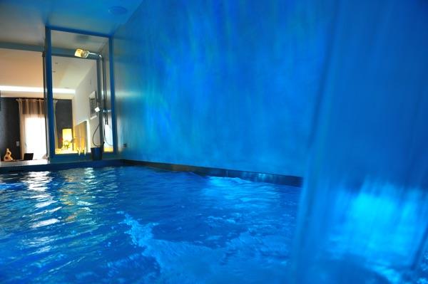 Gaudint barcelona suites for Hotel piscina habitacion