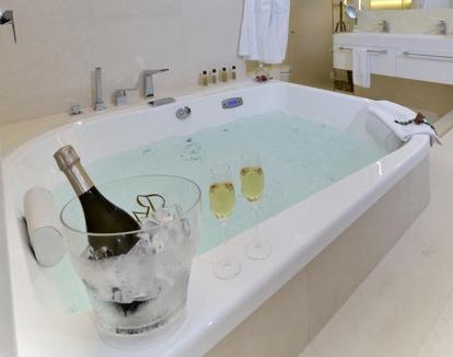 Hotel calma blanca hoteles con jacuzzi privado en girona - Hotel con piscina en la habitacion girona ...