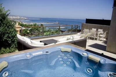 terraza con jacuzzi privado