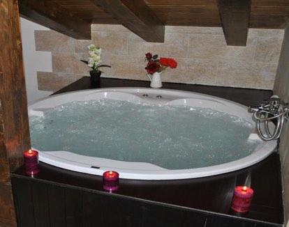 Hoteles con hidromasaje o jacuzzi en cantabria for Appart hotel jacuzzi